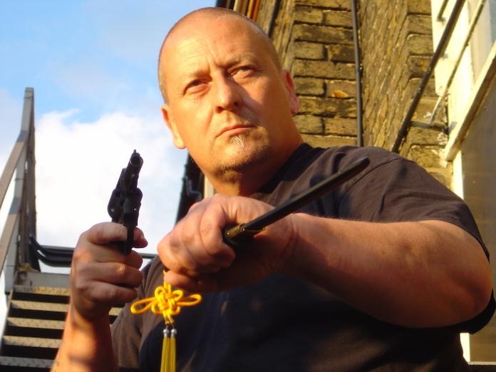 steve knife gun